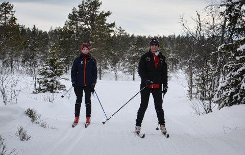I FARTA: Johanne (14) til venstre og Kristin Ranem Rønsdal fra Asker bor på hytte i Julussdalen og var på ski på Flishøgda søndag.