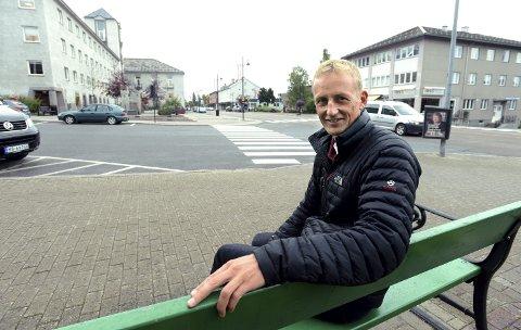 Glad i Elverum: Eirik Kristoffersen har bodd i Elverum i mange år, men hatt forsvarsoppgaver andre steder, både i Afghanistan og på Rena blant annet. Nå får han arbeidsplassen sin på Terningmoen, som sjef for Heimevernet.