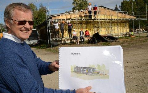 I GANG: Elever ved vg2 byggteknikk er nå i gang med ombyggingen av det gamle bygget i Vålbekksundet. – Det er mye å glede seg til  når anlegget står ferdig om et år, sier Asgeir Rustad i Vaaler IF.
