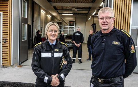 BETYR MYE: –Dette er et skikkelig løft for oss i grensekontrollen, sier tolloverinspektør Bjørn Roar Foss ved Åsnes tollkontor, her sammen med sjef for all grensekontroll i norge, Heidi Vildskog.