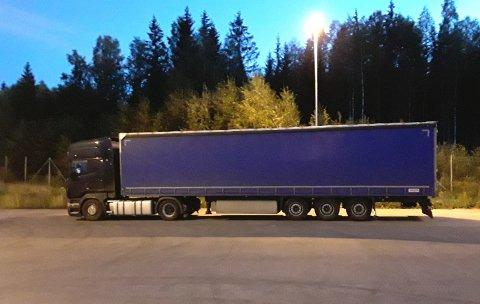 PARKERT: I Kongsvinger ble det full stopp for den latviske transportøren.