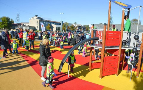 TISSEKRISE: Lekeplassen i Løten sentrum ble åpnet høsten 2016. Mange har savnet et offentlig toalett på området.
