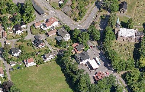 Det er på eiendommen øverst til venstre at eierne vurderer å skille ut et par tomter.