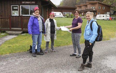 F.v.: Saskia Wanders, Alfhild Berg Johnsen, Irene Mathisen og Mariken Kjøl håper mange kommer på strandrydding på Olavsberget lørdag. Klima-besteforeldre drar i gang aksjonen.