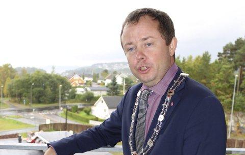 Håper på mer: Ordfører Robin Kåss håper nest sisteplass i rangeringen til årets innsamling for TV-aksjonen vil inspirer til at givere i Porsgrunn gir enda mer til neste år. Da er det Kirkens Bymisjon som tildeles TV-aksjonen.