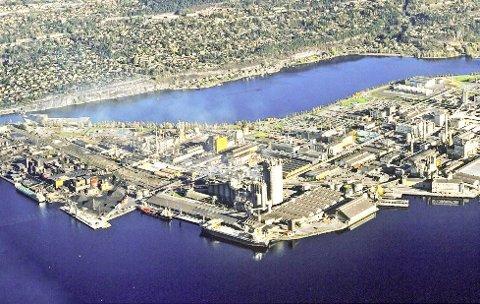 Det første bygget av 14 i industriparken er tilkoplet fjernvarmenettet.