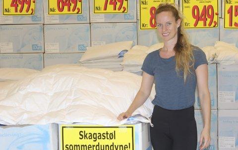 Popper rundt: Therese Helland jobber én uke i Stavanger-butikken, én uke i pop up butikken, hvor hen den for øyeblikket er lokalisert, og deretter har hun én uke fri.