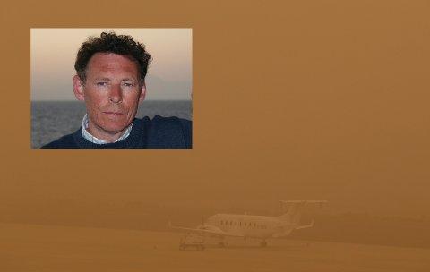 Knut Bruun Larsen (innfelt) fra Porsgrunn befinner seg på Gran Canaria, hvor det har brutt ut sandstorm. På flyplassen kan ikke flyene lette.