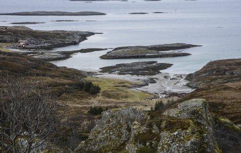 Nøkkelbokstav nr 1 og 5: Dagens oppgave bringer oss utover nært havet, til et området hvor det er populært å bade, campe og kose seg på vakre sommerdager. Det er langgrunt på stedet og en liten bekk renner ut i havet. Hva heter området? Foto: Arne Forbord