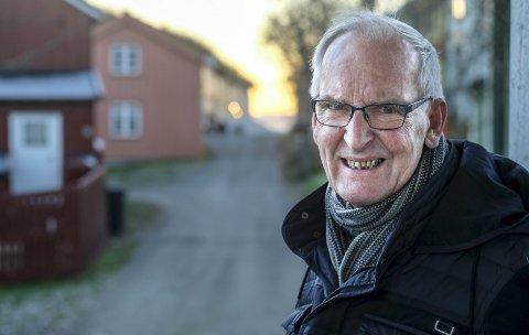 Først: - Det å komme til en plass der mennesket ikke har vært, det er det ikke så mange som har opplevd, sier Per Gunnar Hjorthen som i tillegg til mye annet også er grotteentusiast.foto: Øyvind Bratt