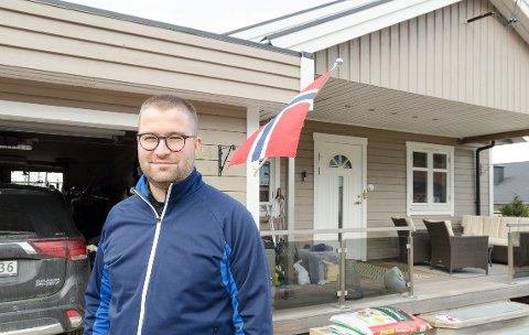Jan Olav Utland flyttet nylig tilbake til Mo med forloveden sin og mener ny flyplass er viktig for at regionen skal bli en attraktiv plass å bo.