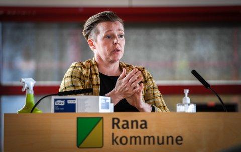 Hilde Lillerødvann ville se nærmere på hva Rana kommune kan gjøre for å trekke til seg flere fastleger. Kommunestyret mener det viktigste nå er nasjonale grep.