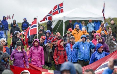 TOPPFINISH: Slik så det ut på toppen i 2016. Lørdag er det meldt bedre vær. Foto: Øyvind Bratt