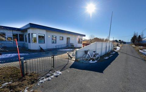 I barnehageavdelingen ved Kvarøy oppvekstsenter er det bare fem barn. Dermed er hele barnehagen en kohort.