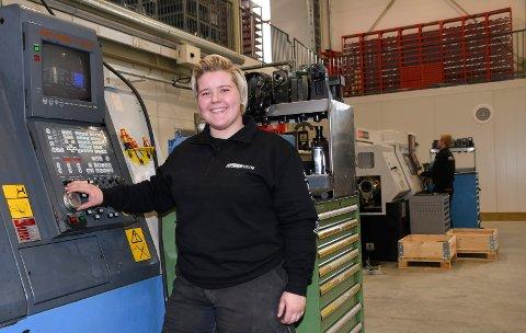 Tok en annen retning: Lilliane Nydal er i dag lærling ved Foss Mekaniske Verksted på Rudshøgda. 19-åringen skulle egentlig bli frisør.