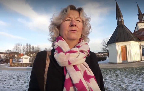 KJEMPER: Dirigent Inger-Pernille Stramrud kjemper for den lokale korbevegelsen. Hun forteller at flere kor mister medlemmer som følge av lite aktivitet under korona.