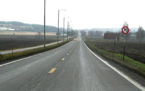 En pendler spør om det er mulig å høvle veien på Steinssletta. Arkivfoto: Frode Johansen