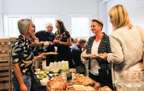 Innovasjonsfrokost: Nye og gamle kontakter i det lokale næringslivet traff hverandre til frokost hos Røyse Frukt- og bærpresseri.