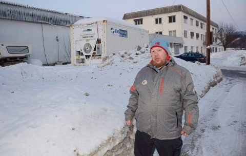 TÆRER PÅ HELSA: - Støyen fra viltcontaineren tærer på helsa, sier Hans Petter Hagen.