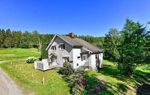 ENEBOLIGEN: 200 meter nord for krysset til Ådal ligger denne eneboligen i Bjoneroa. Nå er den solgt.