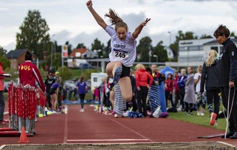 Kjempehopp: Matilde Flor Størvold hoppet hele 9,37 i tresteg og kom på en flott 5. plass i UM i friidrett.