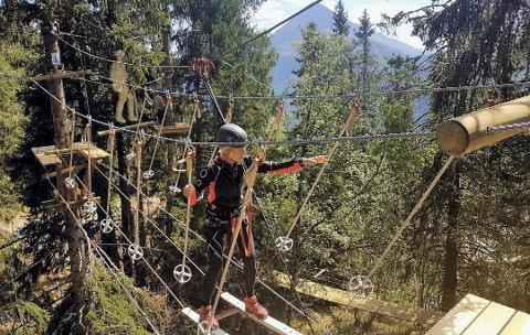 KLATREPARKEN: Rjukan Klatrepark vil inngå et samarbeid  med Krossobanen.  Bildet er fra åpningen ifjor . På vei gjennom Sabotørløypa.