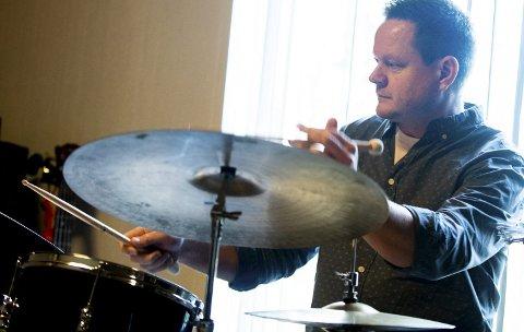 Erik Jøkling: Kanskje mest kjent fra Made in Corea, tributebandet til Chick Corea, som de spilte med i Lillestrøm i sommer. Fra Lillestrøm.