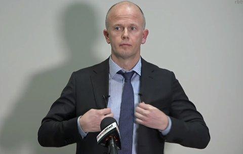 BISTANDSADVOKAT: Svein Holden under mandagens pressekonferanse.