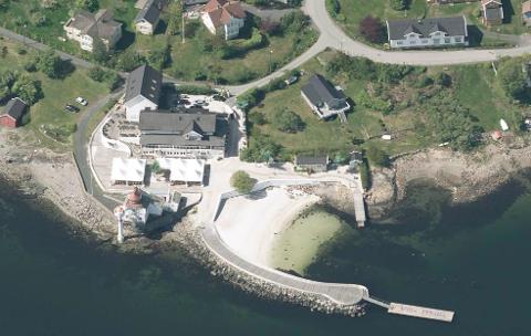 SAND: Villa Malla søker om å få fylle ut mer skjellsand i sjøen. Fiskeridirektoratet er imot dette og mener også at sand som er lagt ut tidligere uten tillatelse må bort.