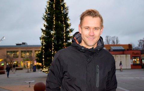 STOR KONTRAST: Pål Virik Nilsen (46) ser fram til årets julefeiring, som blir en stor kontrast fra fjorårets. – I år skal jeg kose meg veldig. Spesielt med julematen. Det blir deilig å slippe næringsdrikker i år, sier Pål humrende.