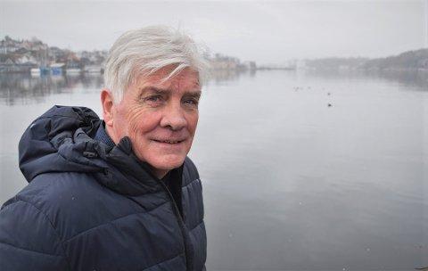 VIL STOPPE VANNET: Flere ganger denne vinteren har store vannmasser flommet inn over sentrumsgatene og fylt butikker og restauranter. Nå har Gunnar Skalberg tatt initiativ til å få laget en flombarriere, og første møte om saken er avholdt.