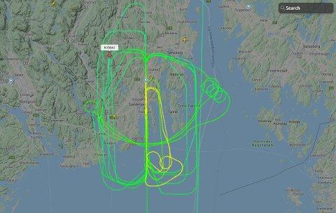 Dette bildet viser det noe spesielle flymønsteret fredag ettermiddag. Men det er helt normal aktivitet, ifølge Torp.