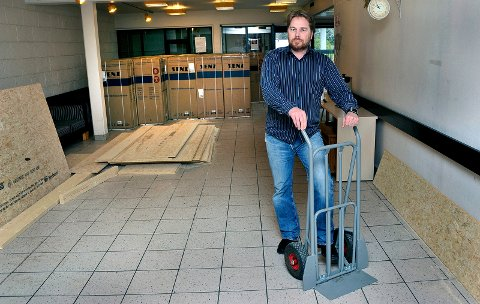 HEKTISKE DAGER: Skjalg Sundby, daglig leder ved Kolstad, har nå travle dager med å få alt klart til 1. april. Da åpner Kolstad som et ordinært asylmottak.
