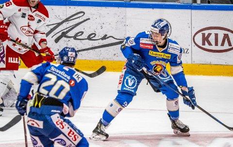 God allrede:  Emil Martinsen Lilleberg spilte en ny god match på A-laget til tross for sine 17-år. Foto: Thomas Andersen