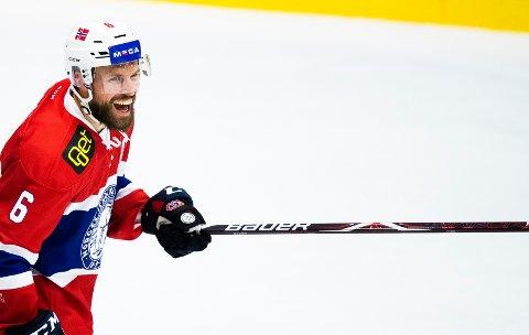 SCORING: Jonas Holøs reduserte til 2-5 i kampen mot Russland.
