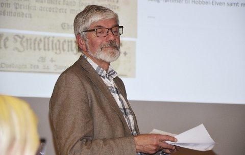 Opptatt av historie: Asbjørn Hjorthaug er svært interessert i historie og bruker mye fritid på å finne fram til gamle dokumenter som styrker historien. Det ble et svært utfyllende foredrag om tømmerfløtingen i vassdraget, men avisen gjengir bare små avsnitt fra foredraget.