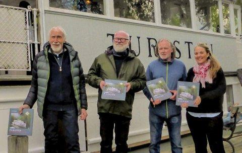 BOKLANSERING: Dette bildet er tatt da boka ble lansert med en båttur på DS «Turisten»; fra venstre Eilif Mosbæk, Runar Drønen, Øyvind Ottersen og Cecilie Agnalt. FOTO: Helge Teodor Christensen
