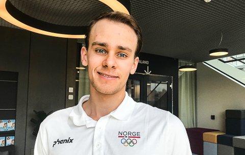 STOLT: Henrik Larsen fra Mysen får 100.000 kroner av Østfold Fylkeskommune til videre satsing på skyting. – Disse pengene hjelper veldig i hverdagen, sier 21-åringen.