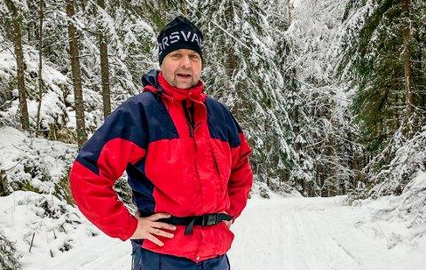 Glenn Bjerke var på tur i skiløypa nord i Marker da han ble vitne til at en rekke motorsyklister kjørte rundt på isen på Hølvannet. Slik kjøring er et brudd på forbudet mot motorferdsel i utmark.