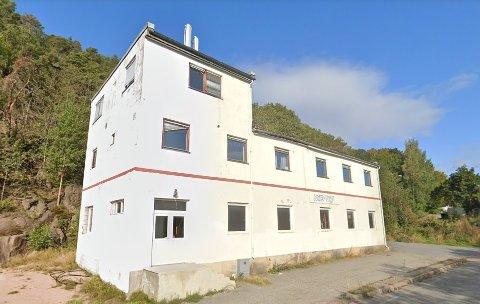 Dette er Henning Heiers eiendom. På baksiden hadde noen tatt seg godt til rette.