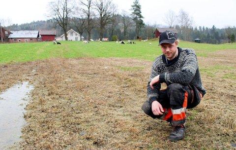 Klagingen på svineproduksjonen hos Per-Anders Siljan grenser til trakassering av en landbruksnæring. Siljan syns det som har skjedd er trist. Han gleder seg ikke til ny vårsesong med gjødsling på jordene. (Foto: Geir Fragell)