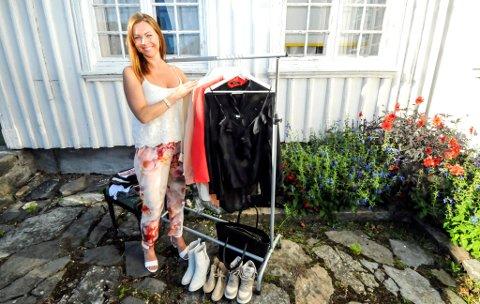 Helene Brorsen har solgt brukte klær for nær 100 000 kroner på Brevik torg og garasjesalg.