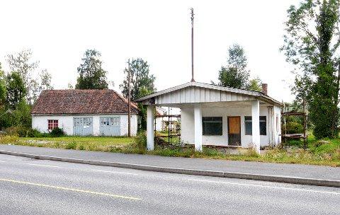 FRITAS: Den gamle bensinstasjonen på Vold i Skien er blant eiendommer som foreslås å gis fritak fra eiendomsskatt i Skien kommune.