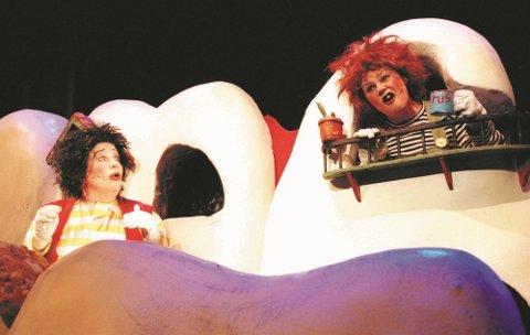 PREMIERE: Riksteateret starter turneen sin i Notodden Teater når Karius og Baktus skal landet rundt.