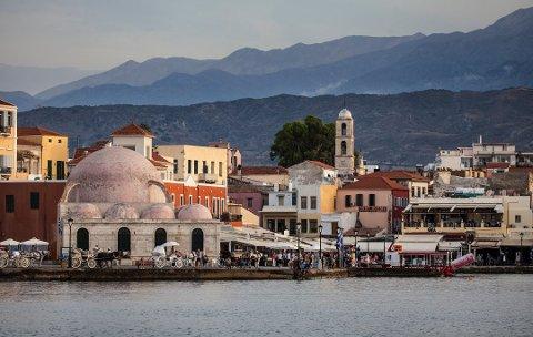 Andelen oppringinger fra Tyrkia og Hellas har gått kraftig ned. Her fra Chania på den greske øya Kreta.