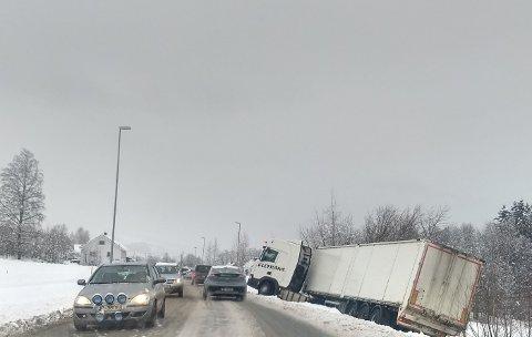 UTFOR: Dette vogntoget lå i vegkanten store deler av onsdagen.
