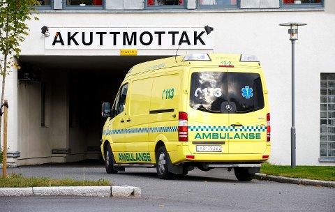Ambulanse ved akuttmottaket ved Sykehuset Levanger. Illustrasjonsfoto.