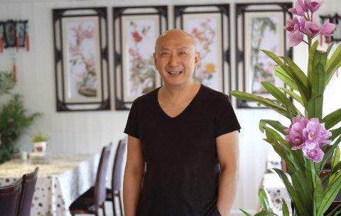 Stuten Kafé: Hos Henry Wong får du både norsk og kinesisk mat. Fritert kylling med sursøt saus er mest populært. Foto: Siri Fossing