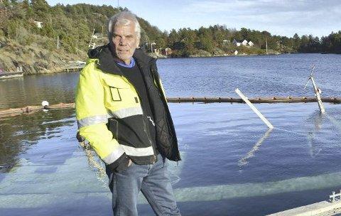 Godt fornøyd: Havnesjef Arne Thorvald Aanonsen gir skryt til arbeidsfolkene som natt til torsdag greide å heve fiskeskøyta Tokai, som sank ved Dypvåg brygge lørdag 31. oktober. Arkivfoto