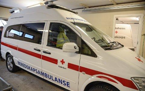 AUKA BEREDSKAP: Beredskapsambulansen bur til dagleg i garasjeanlegget til hjelpekorpset i Vang sentrum. Den skal fylle fleire oppgåver og funksjonar for korpset.